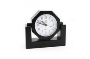 camera_cachee_horloge